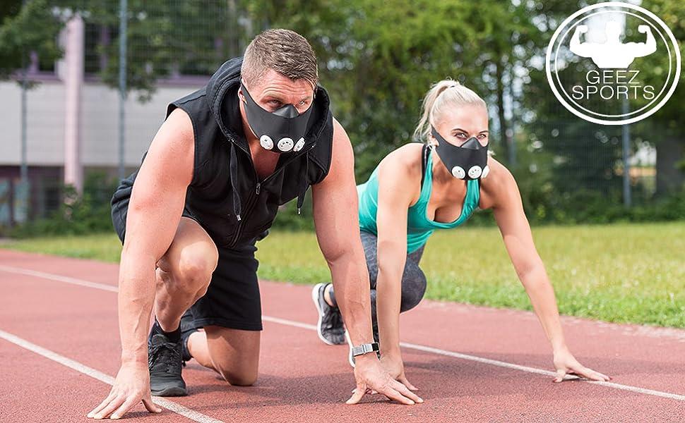 Atemmaske von Geez im Einsatz auf einem Sportplatz zur Leistungsteigerung