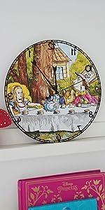 Wanduhr Alice im Wunderland