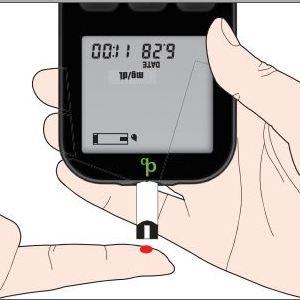 Einfache Blutzuckermessung mit dem adia Blutzuckermessgerät