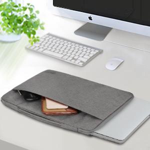 Además del compartimiento principal para su computadora portátil, un bolsillo frontal compacto y práctico está diseñado para mantener sus bolígrafos, ...