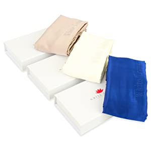 La funda de almohada fabricada en seda mulberry no crea fricción por lo que  no arranca el pelo durante la noche. ¡No más pelos en la almohada por la  mañana! d86a1d0872e