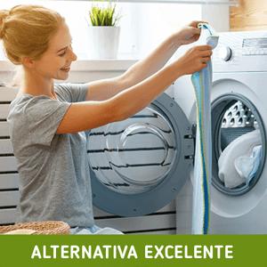 Vierta 1/2 taza de bicarbonato de soda en su ropa sucia cuando la máquina se haya llenado y se le haya agregado el detergente.