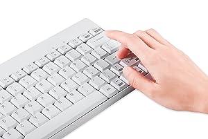 El teclado de tamaño mini tiene 13 teclas practícas con funciones multimedia: con ellas se puede ajustar las funciones de internet, audio y video (bajar y ...
