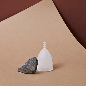 Copa menstrual OrganiCup - Talla A/pequeña - Ganadora del los AllergyAwards 2019 - Aprobada por la FDA - Silicona suave, flexibe y reutilizable de ...
