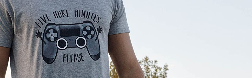 Pampling Play Five More Minutes - Gamer - Humor - Camiseta: Amazon.es: Ropa y accesorios