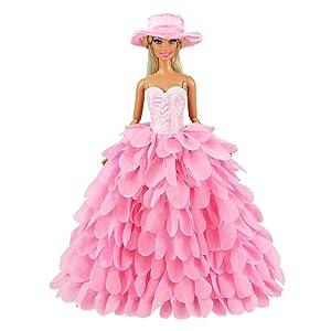 Un elegante vestido de fiesta para tu barbie muñeca .