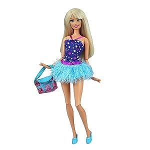 Todos nuestros vestidos/ropa son únicos y hechos a mano y coincide con las tendencias actuales y estilo de la muñeca.