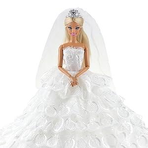Vestido de novia, con el velcro de la espalda acopla perfecto para una Barbie. Buenca calidad y bien cosido.