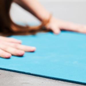 Lotuscrafts Esterilla Yoga Viaje Natural Caucho Oeko Travel - Fina y Fácil de Plegar - Colchoneta Yoga Antideslizante Ecologica - Esterilla Pilates y ...
