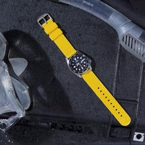 Aunque sólo lleves un reloj, ¿por qué quedarte con sólo una correa? Nada llama más la atención en un reloj que la correa perfecta.