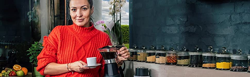 Preparación de café en un entorno de cocina