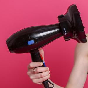 Configure siempre su secador con calor medio o bajo solamente. Esto es para proteger el cuero cabelludo de tu cabello también para evitar el ...