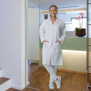Ya sea en el laboratorio, la clínica o la farmacia, la bata es el complemento perfecto para su trabajo.