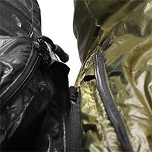 Si desea comprimir dos bolsas de dormir juntas, dos bolsas de dormir de momia deben ser una con cremallera derecha y una con cremallera izquierda.