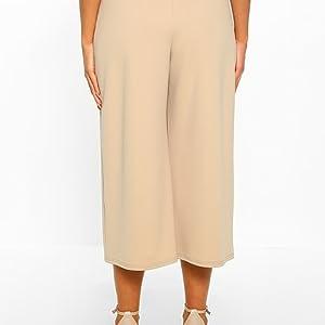 Pantalones anchos hasta la rodilla / Color liso.Pantalones anchos hasta la rodilla / Color liso.
