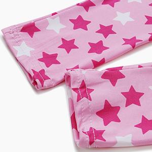 La imagen muestra la pierna del pantalón fino en rosa.