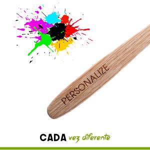 Diviértase con sus seres queridos personalizando sus cepillos de dientes escribiendo, dibujando, decorando o pintando sobre ellos.