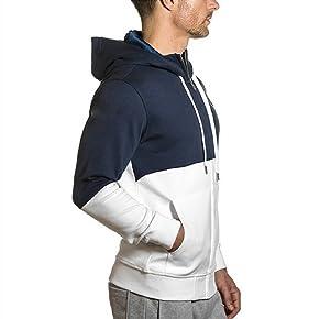 Esta sudadera con capucha y cremallera es una de las más cómodas de la gama de sudaderas que posee Sharkers. Su diseño con cremallera hace más fácil que ...