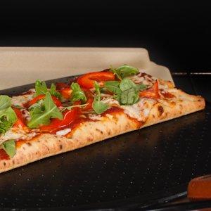 Puede haber masa pegajosa en todas partes, y si no tiene cuidado, inclusive puede caerse su pizza en el horno.