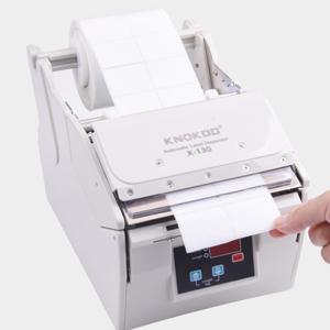 Cuando la máquina esté quitando etiquetas, obtenga la etiqueta de abajo hacia arriba y de derecha a izquierda.