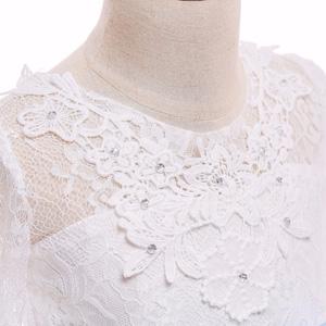 Cuello redondo estampado de flores de encaje, forro de tela suave, con una pequeña decoración floreciente de flores, que hace que la ropa sea más hermosa.