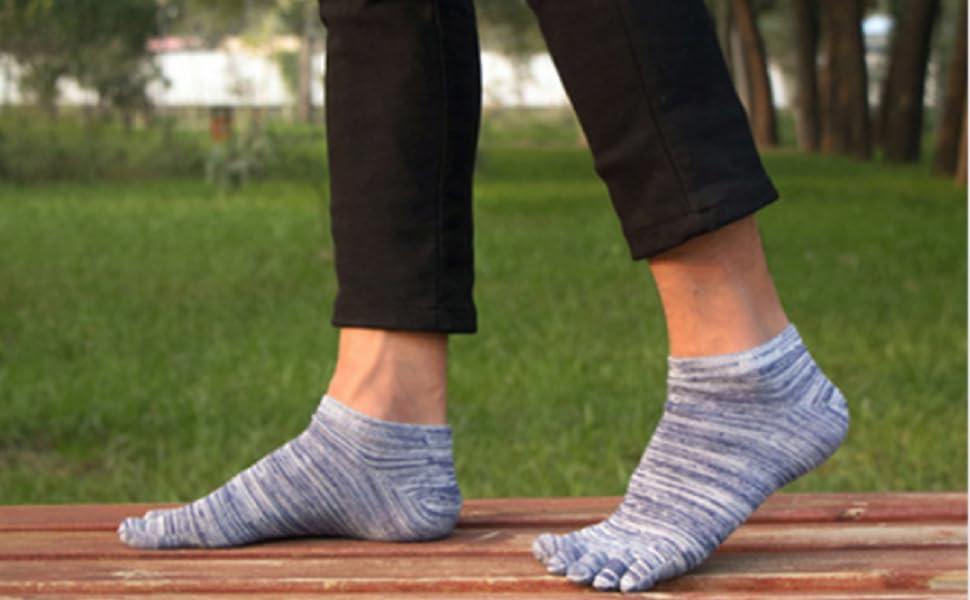 MANTENGA SUS PIES FRÍO Y SECO: nuestros calcetines de punta para hombre tienen un peso original que se ajusta a las cuatro estaciones.