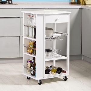 Este carro de cocina tiene un montón de espacio para los diversos utensilios de cocina.