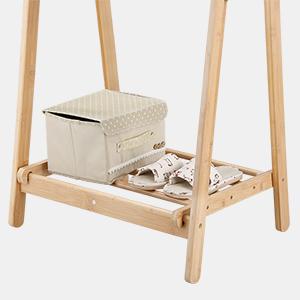 LANGRIA Perchero de Pie Plegable de Bambú con 4 Ganchos Laterales y para Secar la Ropa Estante Inferior con Espacio Extra para Zapatos Diseño Forma de ...