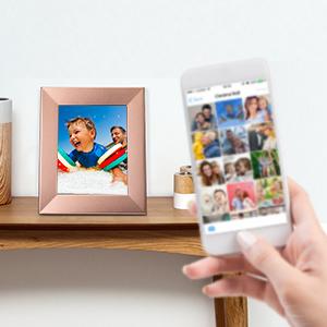 La Nixplay App para dispositivos móviles permite compartir de forma fácil e inmediata las imágenes de tu móvil. Selecciónalas y envíalas al marco con solo ...
