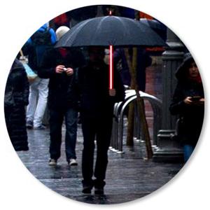 Incluso si no eres un Blade Runner, aún puedes tener el paraguas más fresco en la calle. Con solo presionar un botón, el eje se ilumina y te permite ...