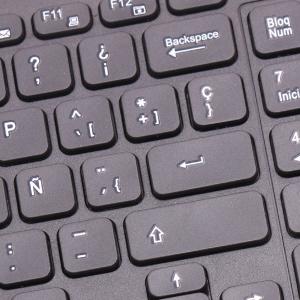 Mejorar la eficiencia de trabajo de varias maneras 1. El teclado incorporado en diseño de inglés estándar con todas las teclas de acento que te harán sentir ...