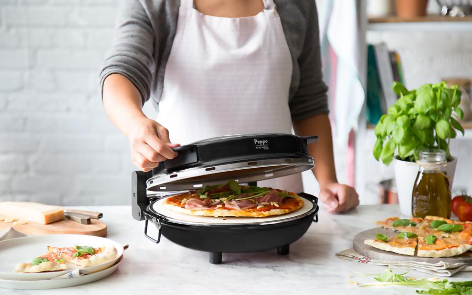 Ya sea pizza, calzone o similar, con el horno para pizzas Peppo de Springlane Kitchen preparará todo a su gusto y fácilmente en su propia casa.