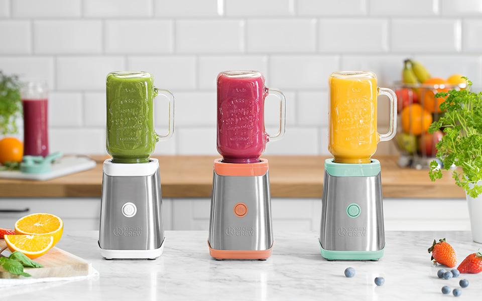 ... cócteles - con la máquina de smoothies Mason Jar de Kitchen Crew mezclará su ración diaria de vitaminas directamente en el vaso o en la botella, ...