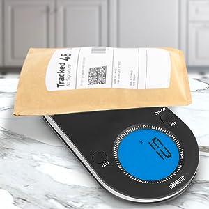 La báscula digital KS5000 cuenta con una amplia plataforma en la que no solo podrás pedir ingredientes, sino también paquetes, cartas, joyas, etc.