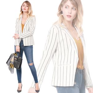 Actualiza su colección de abrigos con este blazer bonito!