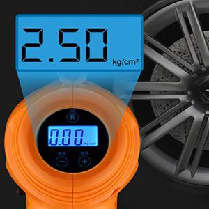 Simplemente presione la boquilla de inflado en la válvula del neumático y presiónela para que aparezca. La pantalla LCD muestra el valor exacto.