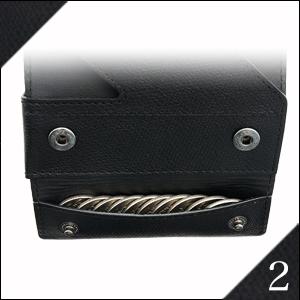 24cbb9ca4c44 「薄い財布 abrAsus(アブラサス)」を上に開くとお札とカードが、下に開くと小銭。財布全体を一度に見渡せるので、レジや自動販売機でも手間取りません。