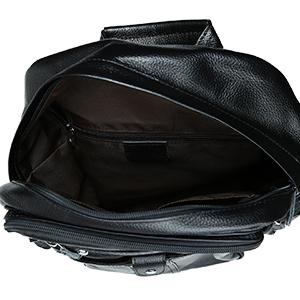8c8eca5482ca 新入荷の黒系本革リュックサックのご紹介です。厳選された柔軟牛革素材を採用、シュリンクレザーに加工され、革表面皮膚のような柄が出ており、本革独特な質感を演出し  ...