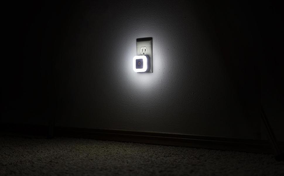 LED Night Light Lamp with Smart Sensor Dusk to Dawn Sensor