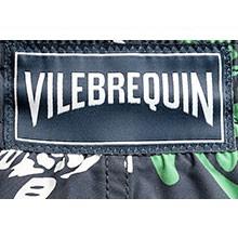 Un'etichetta intessuta Vilebrequin al centro della cintura posteriore.
