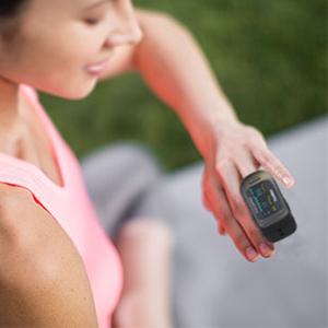 Il pulsossimetro può regolare lo schermo a 4 direzioni diverse. Configurazione a un-tocco