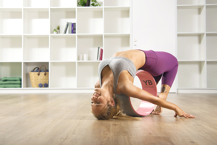 Amazon.com: Yoga Rueda DVD | Wonder Wheel Flow por 60-min de ...