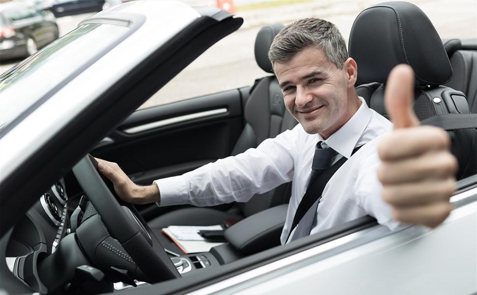 Kalolary Seatbelt Adjuster-Leather Auto Shoulder//Neck Protector Locking Clip Cover Vehicle Seat Belt Positioner Black,2 Pack