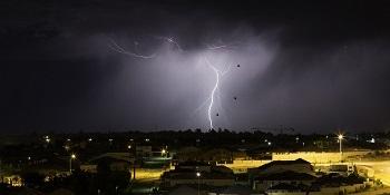 Lightning proof power strip