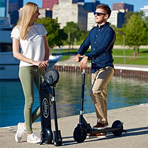 COuple using scooter
