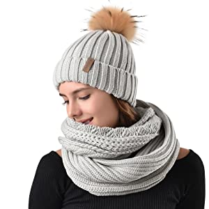 bd2501fbbff75 FURTALK Womens Girls Winter Fur Hat Real Large Raccoon Fur Pom Pom ...
