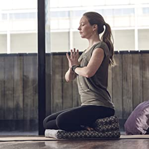 Amazon.com: Gaiam playera de yoga para mujer, espalda ...