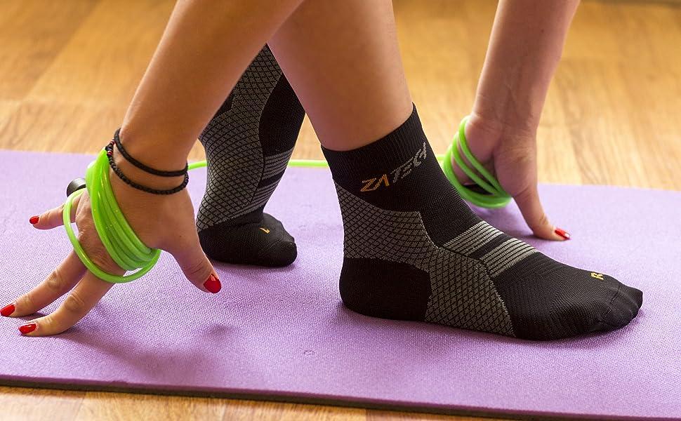 a77647b2ac Amazon.com: ZaTech Plantar Fasciitis Sock, Compression Socks for Men ...
