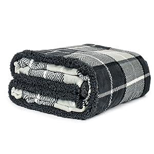 solid throw blanket with fuzzy sherpa fur lightweight soft warm cozy throw all season use