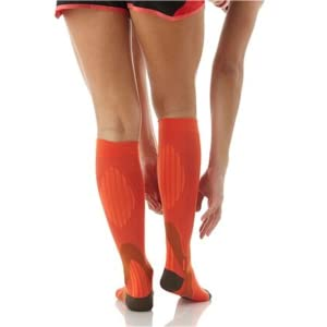 COMPRESSION SOCK WOMAN RUNNING